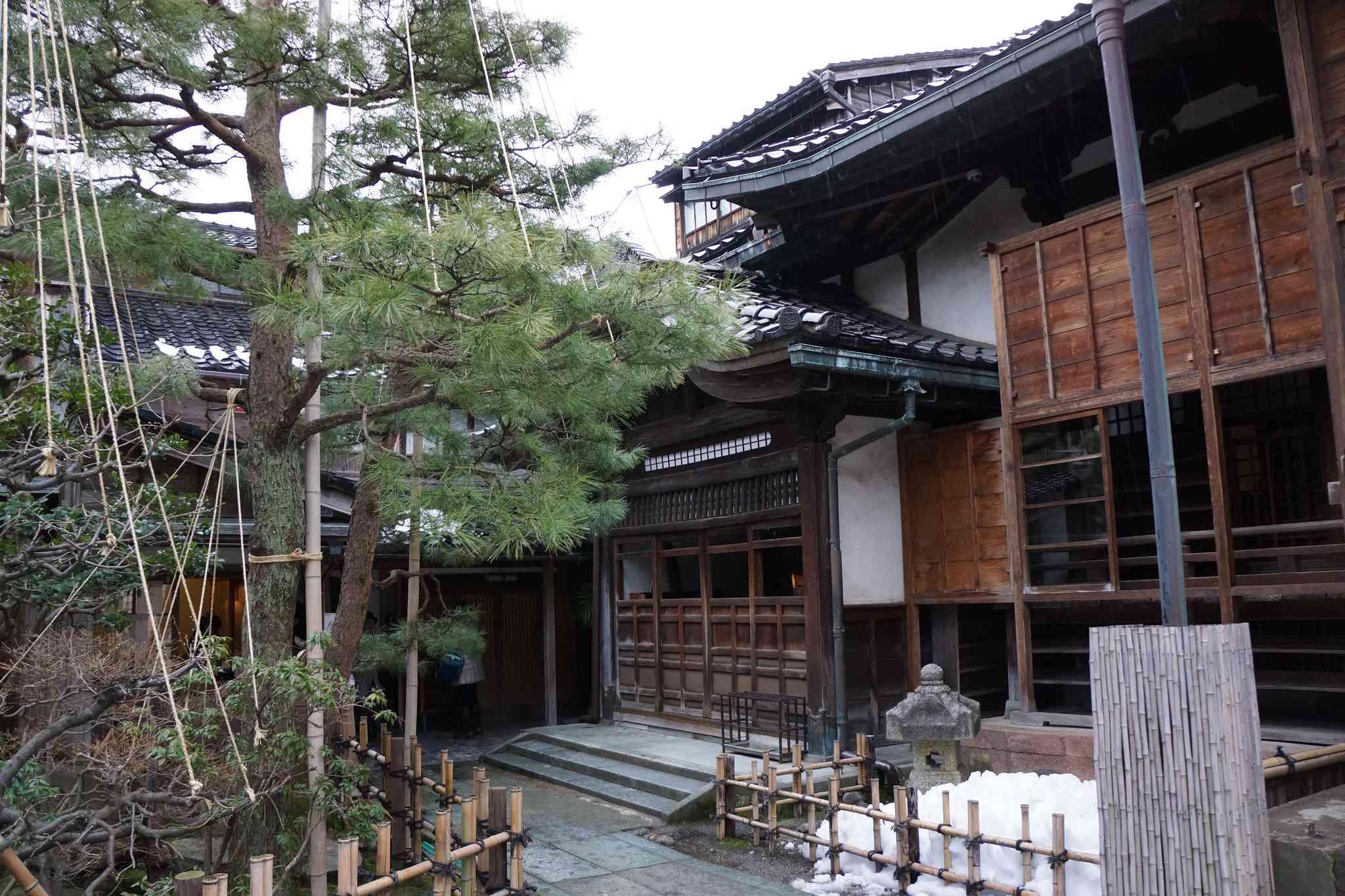 Outside of Myoryuji Temple during winter