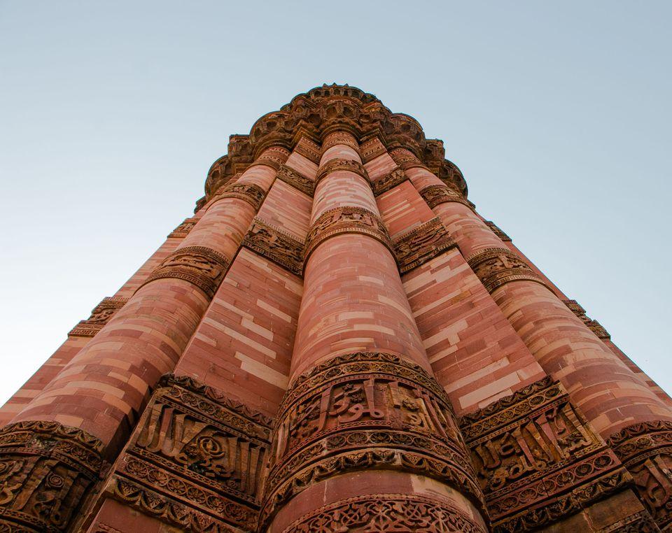 Mirando a Qutab Minar