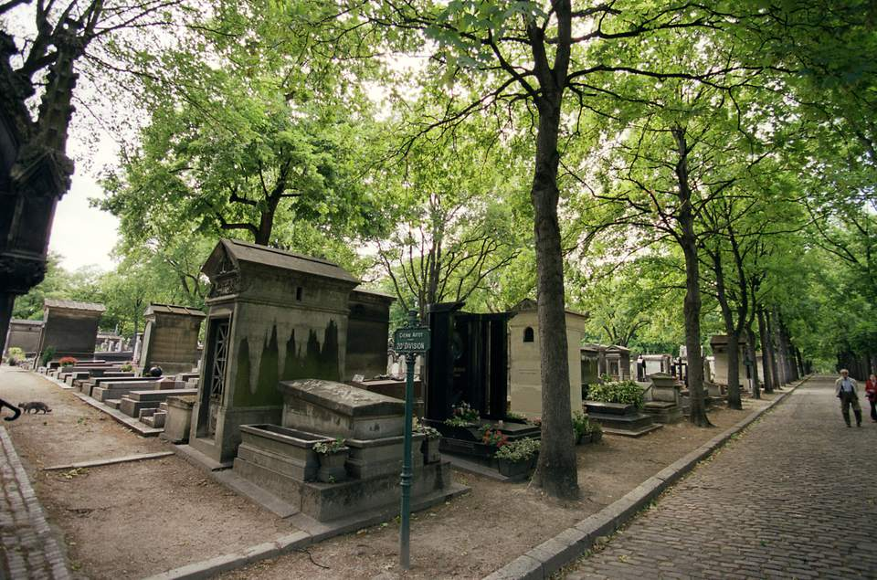 Strolling in Pere-Lachaise can be very pleasant.