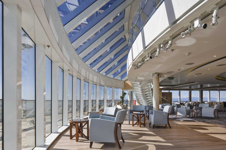 Viking Sea cruise ship Explorers' Lounge