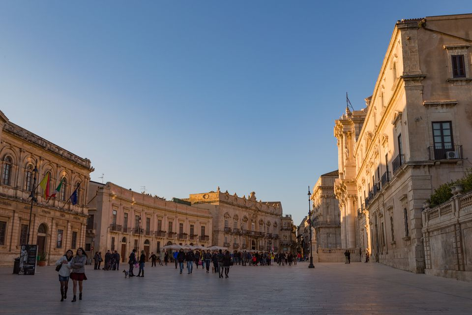 People enjoying passeggiata in Piazza Duomo, Ortygia, UNESCO World Heritage Site, Sicily, Italy