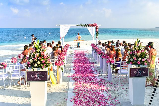 Airlines offer group travel wedding deals more couples getting married are hosting their nuptials from away from their home cities according to a report by wedding planning website theknot junglespirit Images