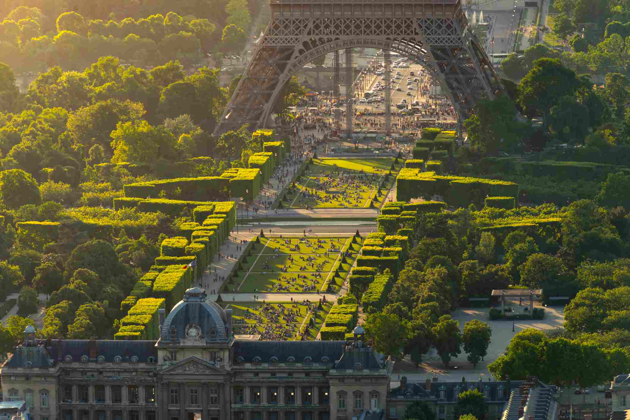 The lawns at the Champ de Mars are ideal for a picnic.