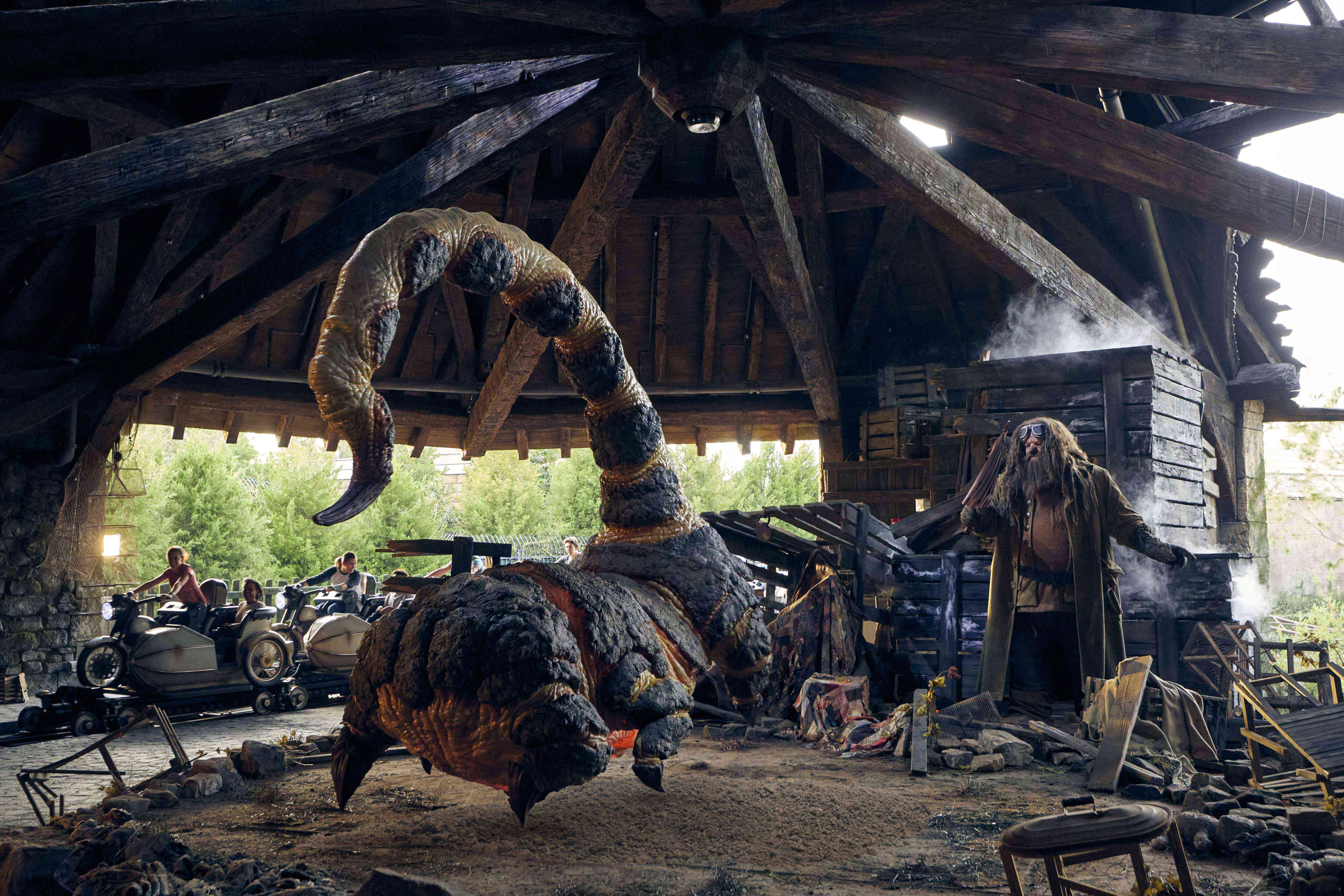 Blast-ended skrewt and hagrid animatronic at Universal Studioss