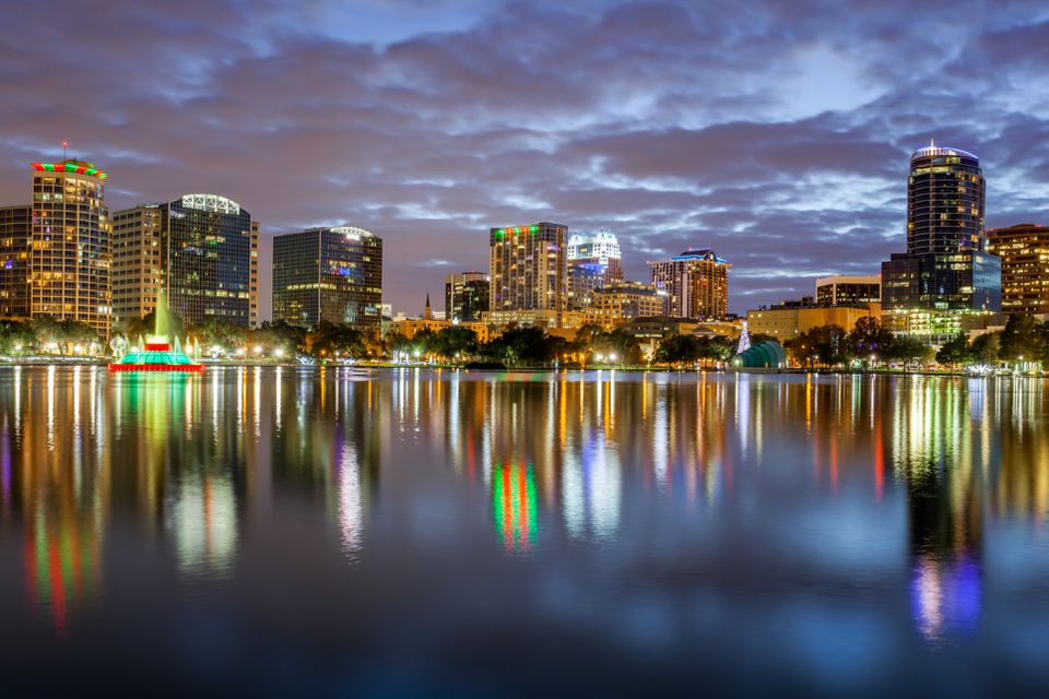 Lake Eola and Orlando skyline at night