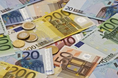 Euro Versus Dollar Exchange For A Trip