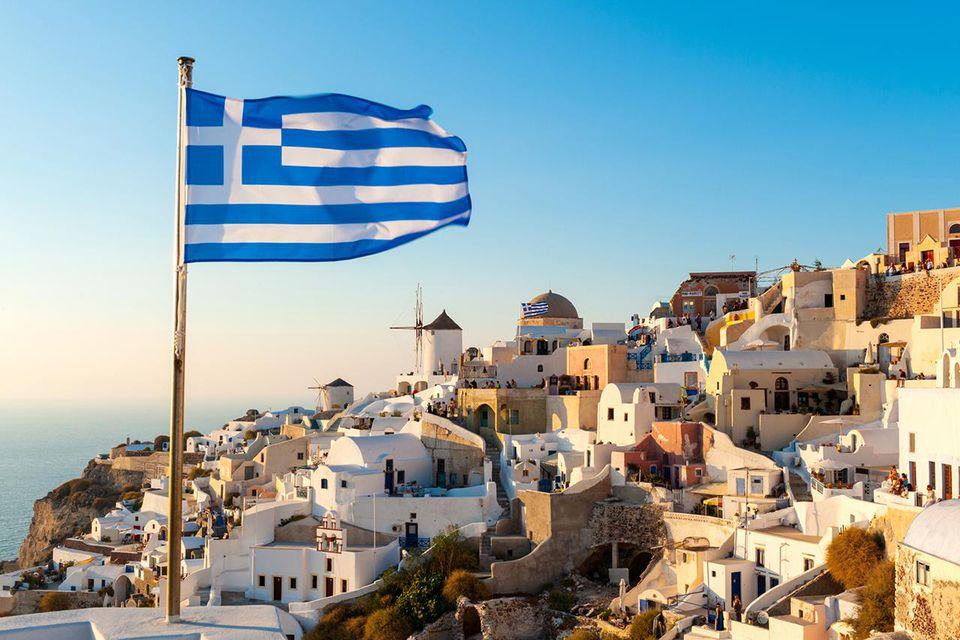 Bandera griega, Oia, Santorini, Grecia