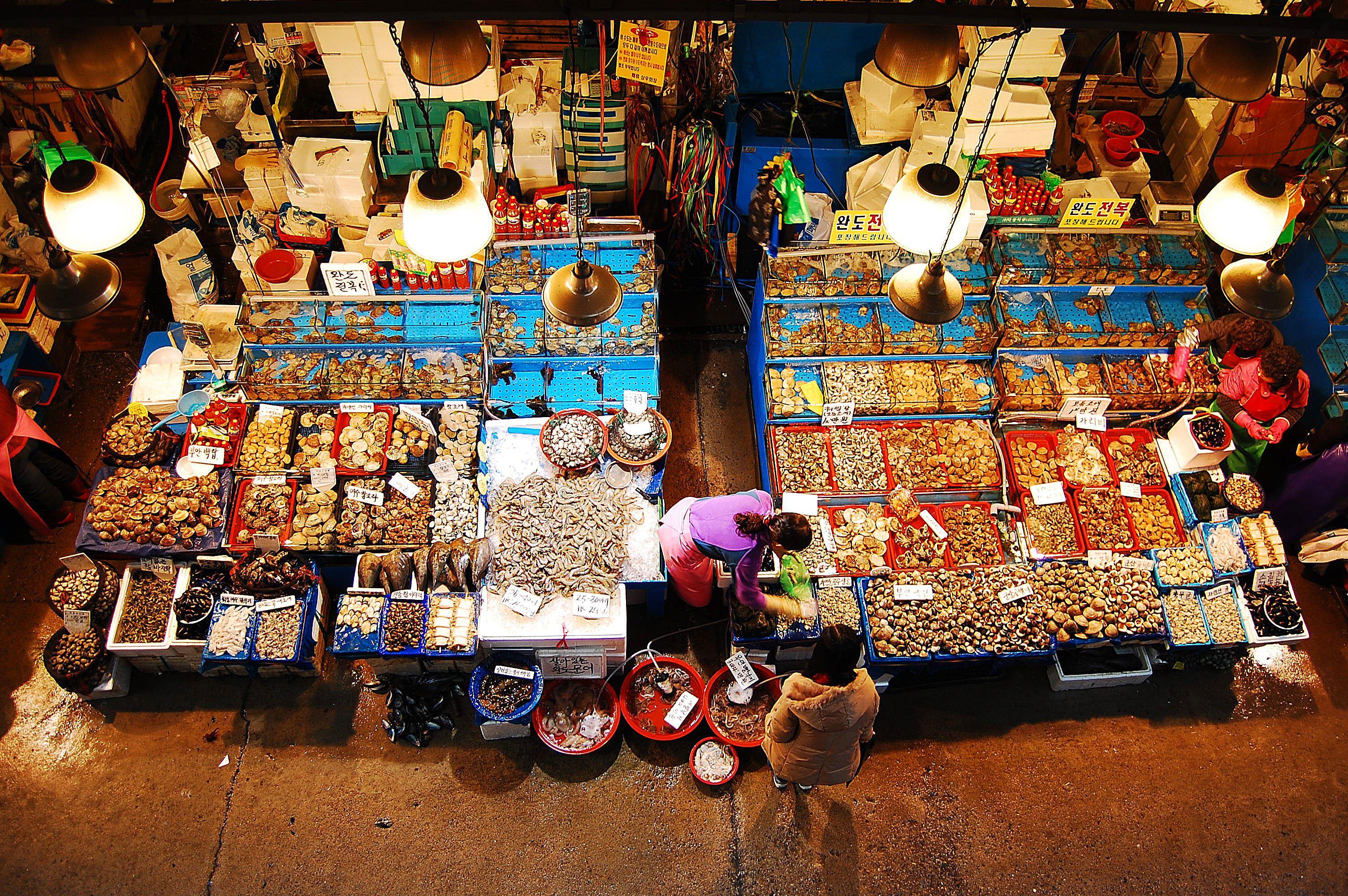 Overhead view of a market in Seoul, Korea