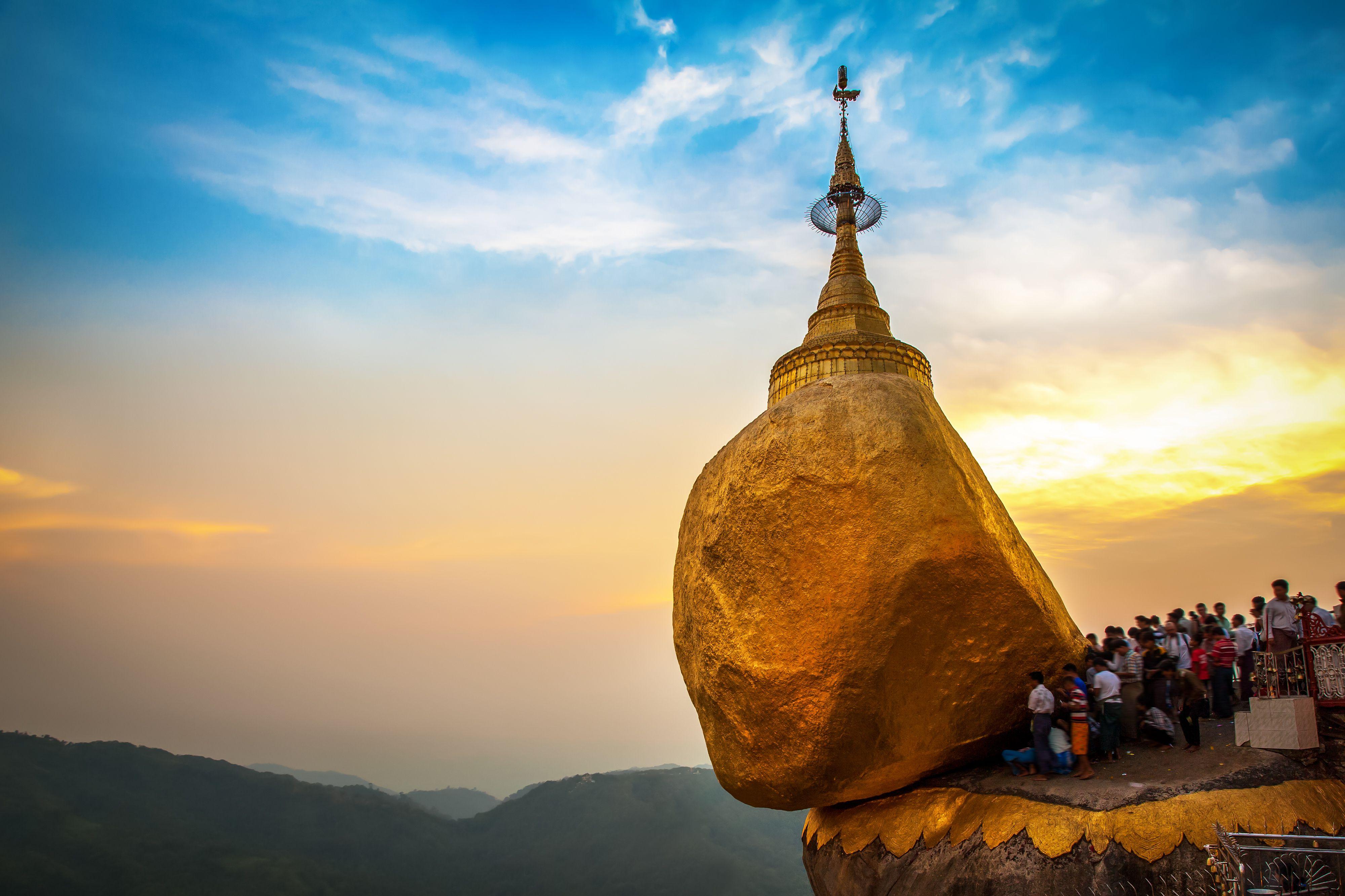 Kyaiktiyo pagoda Myanmar
