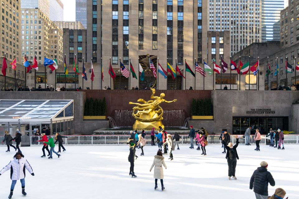 People ice skating at Rockefeller center