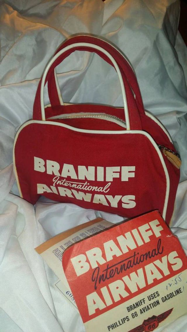 e1c01ad1af Braniff International Airways. This is a vintage bag ...