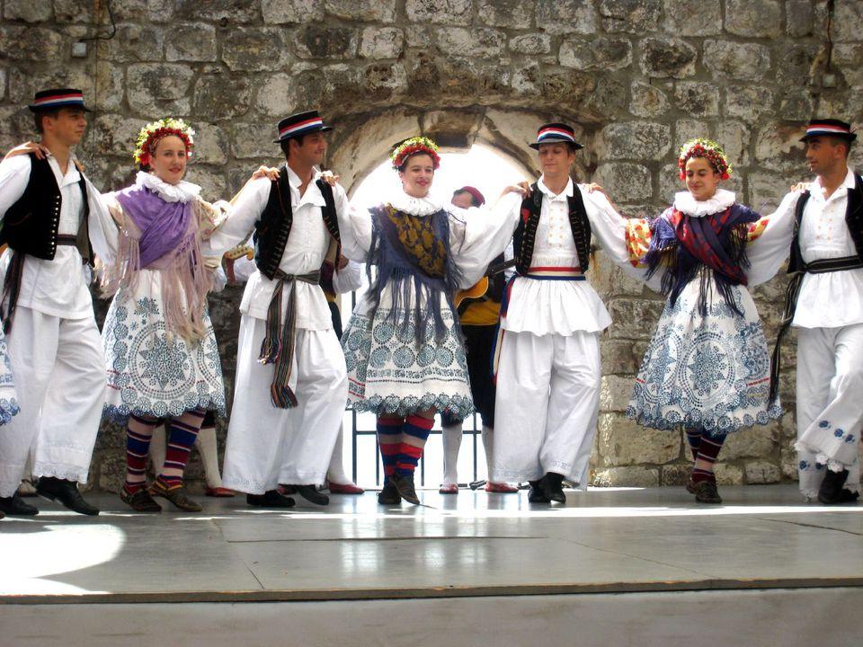 Croatia Dancers