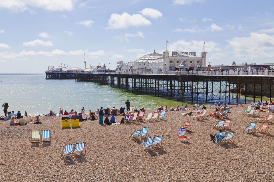Inglaterra, Sussex, Brighton, Vista de la playa en Brighton Pier