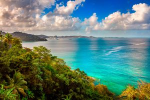 Grand Mal Bay in Grenada with trees and turqouise waters