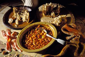 Boston Baked beans with broken bread