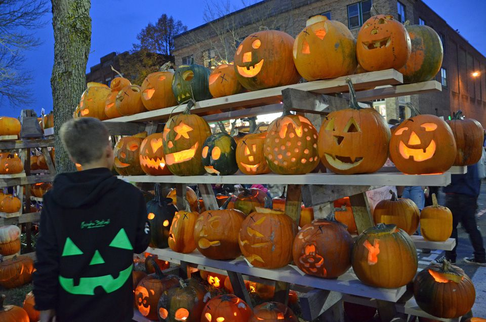 Keene Pumpkin Festival Sets Jack-o-Lantern World Record
