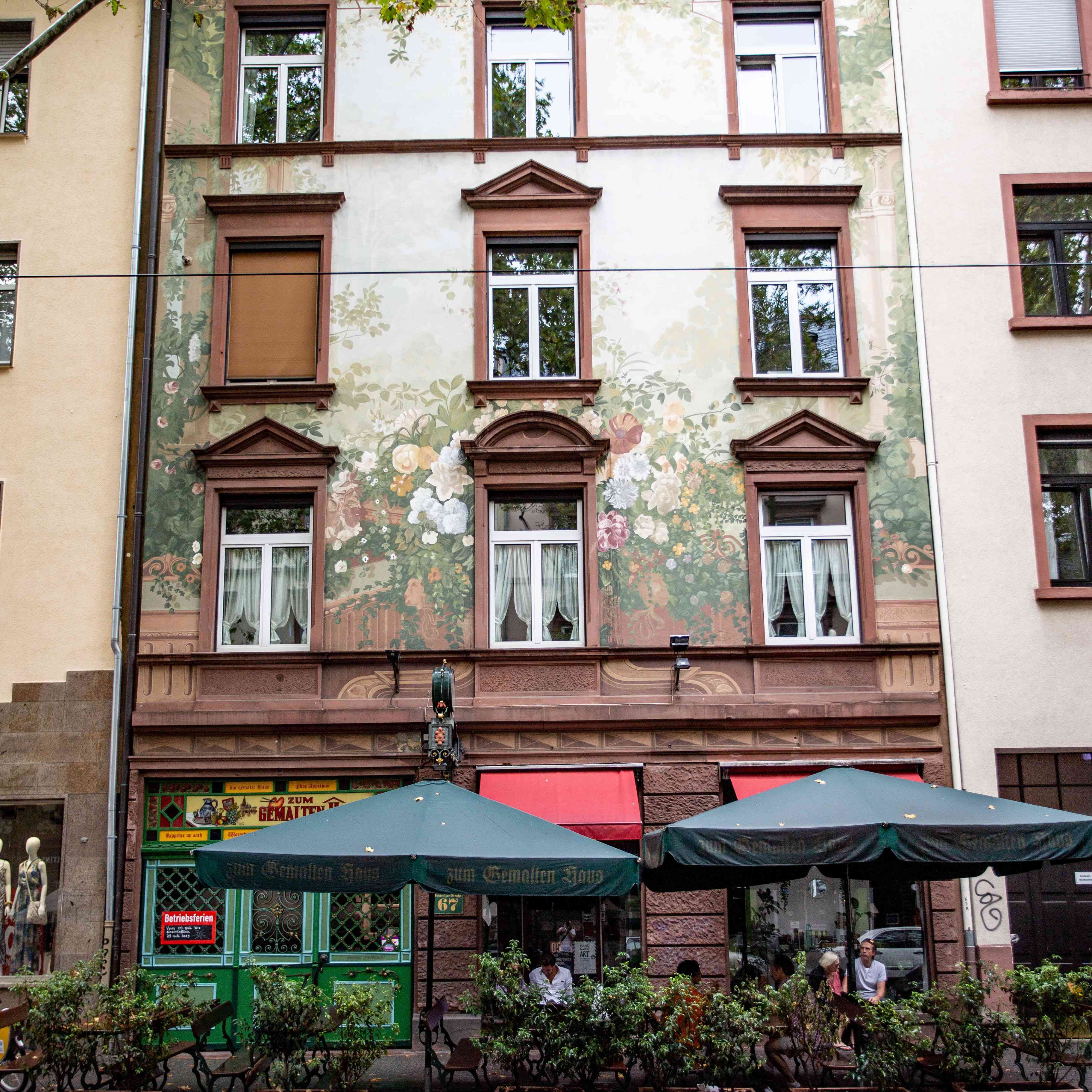 Building with floral design on the facade in Sachsenhuas