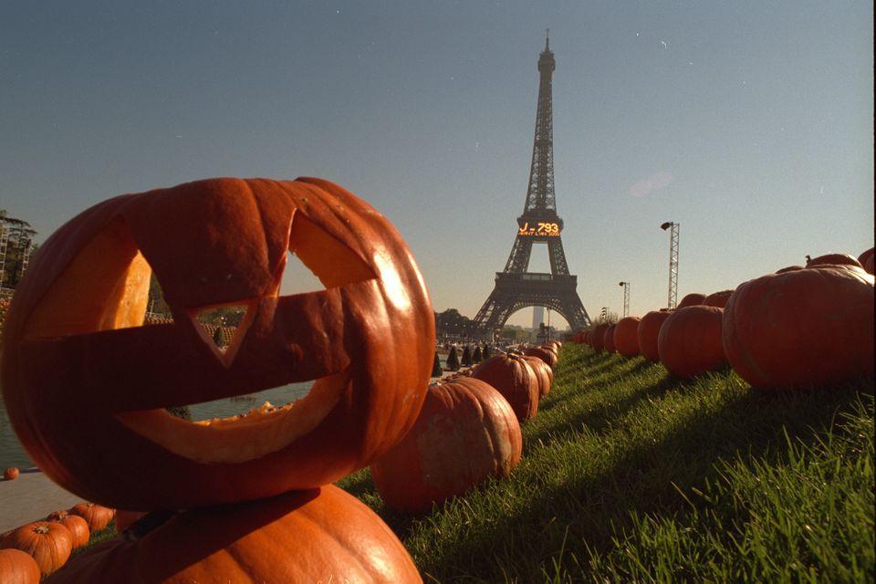 Jack-o'-lantern pumpkin in front of Eiffel Tower