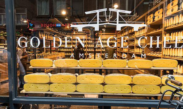 Ventana delantera de la tienda de quesos de Amsterdam