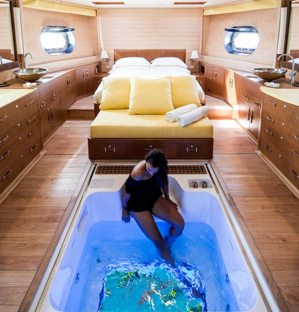 Glass bottom spa tub