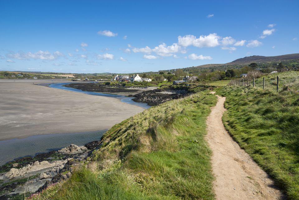 Ruta costera de Pembrokeshire que muestra el Newport Parrog
