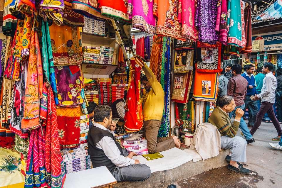Tiendas en Chandni Chowk, Delhi.