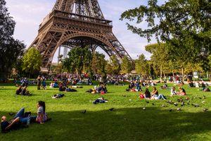 A Summer Day In Paris