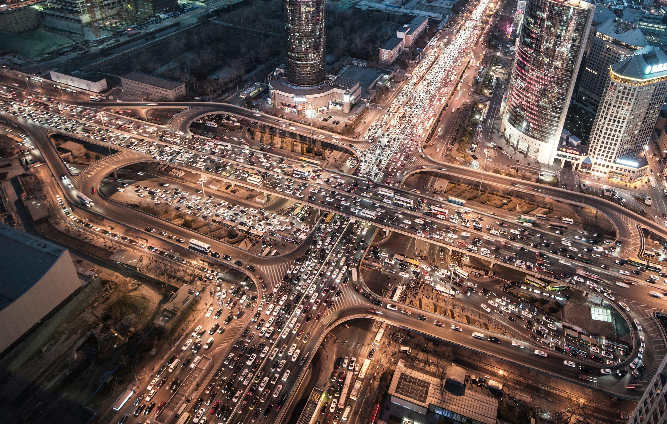 Vista aérea del embotellamiento en Beijing en la noche