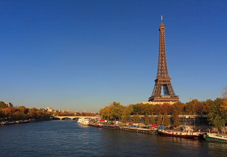 Eiffel Tower and the Seine River in aurumn, Paris