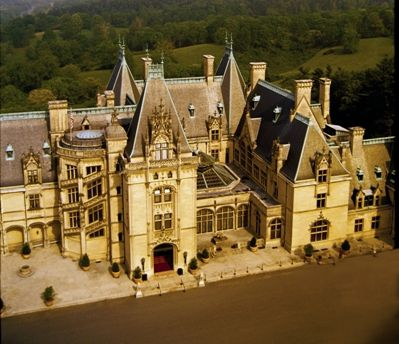 The centerpiece of Biltmore Estate, Biltmore House is a 250-room French Renaissance-style château.