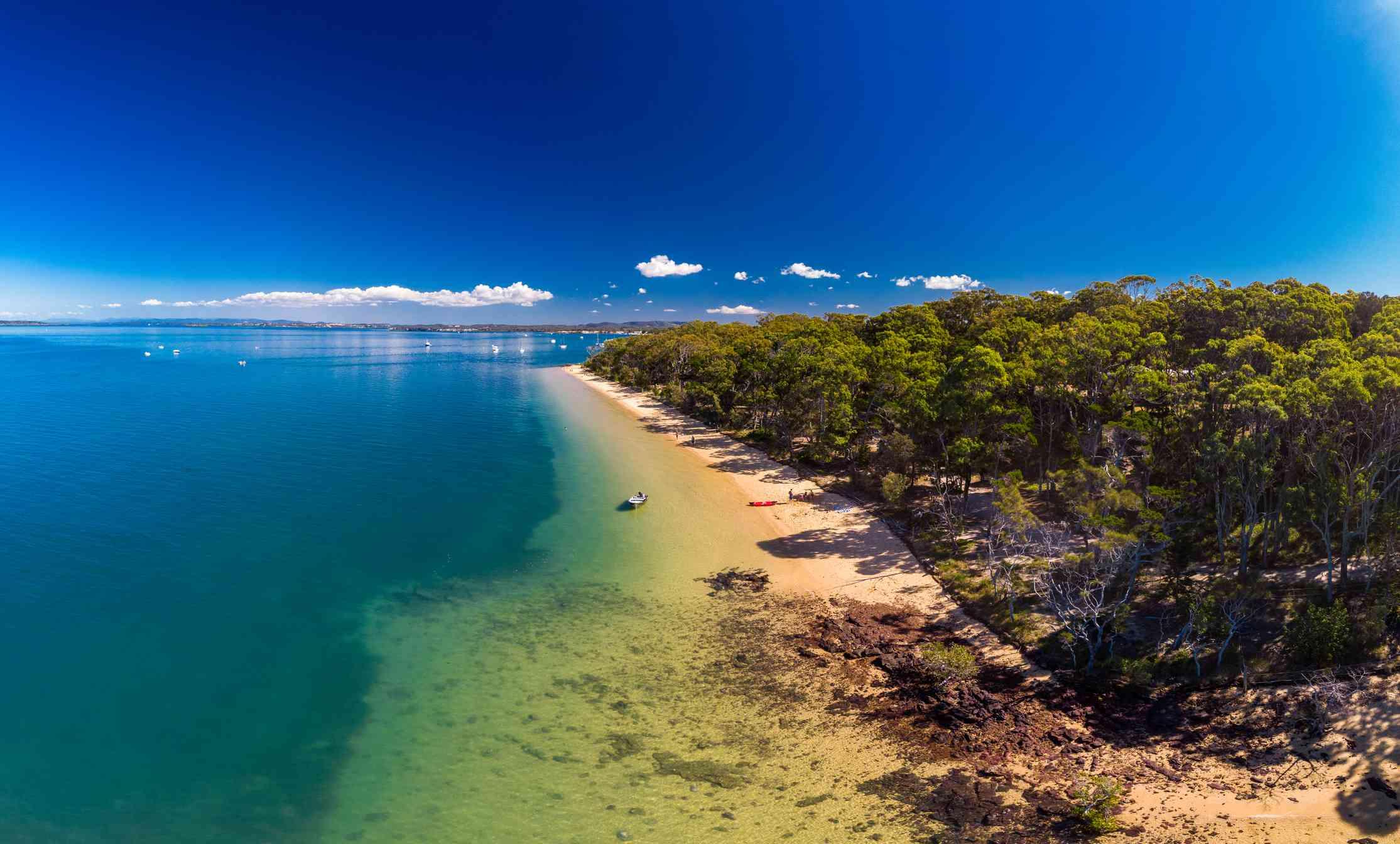 Sunny day on Coochiemudlo Island beach