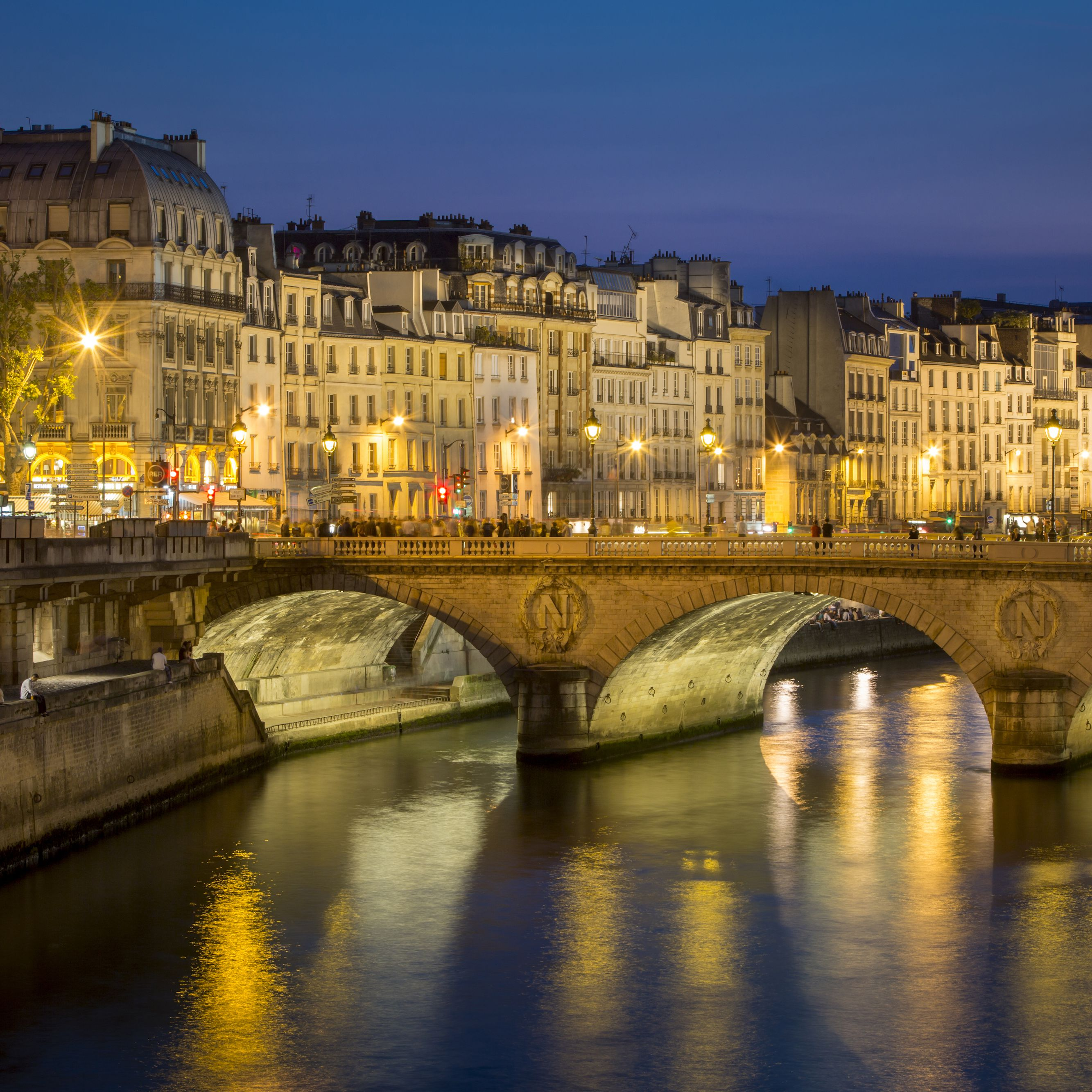Paris' Pont Neuf: The Complete Guide
