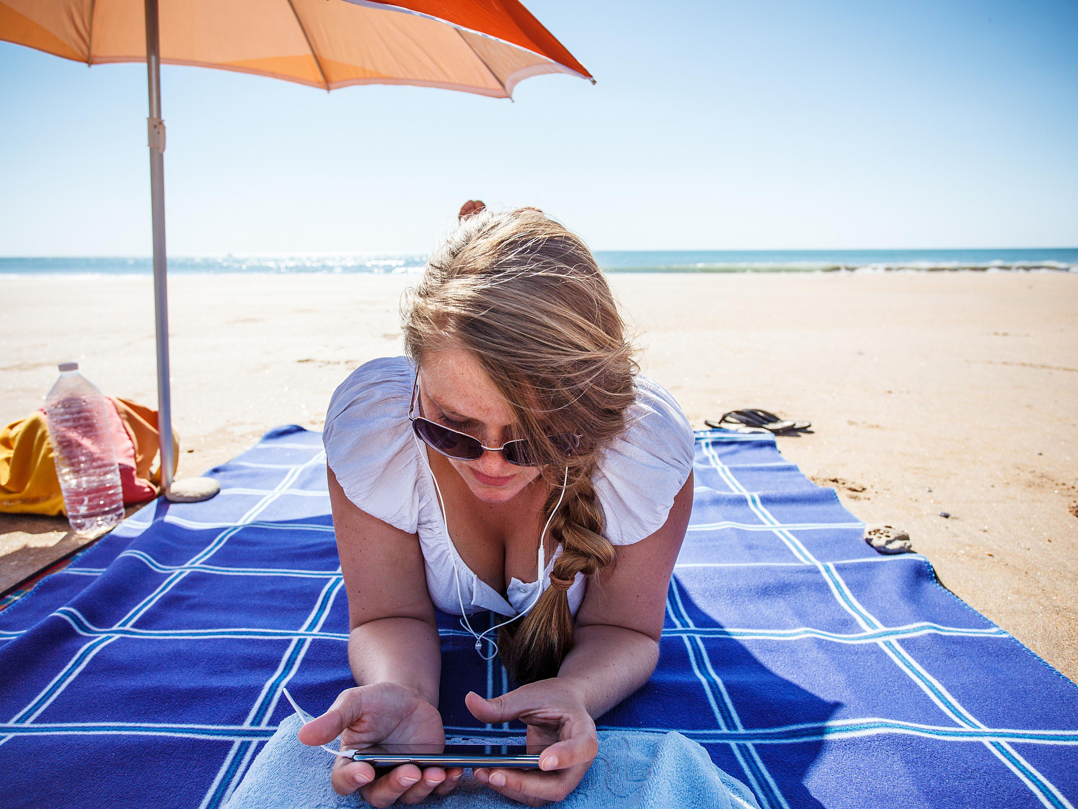 Heading to the Beach? Download These 6 Handy Apps First