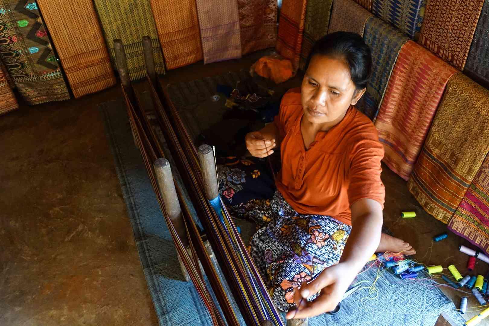 Sasak traditional weaver, Sasak Sade Village, Lombok