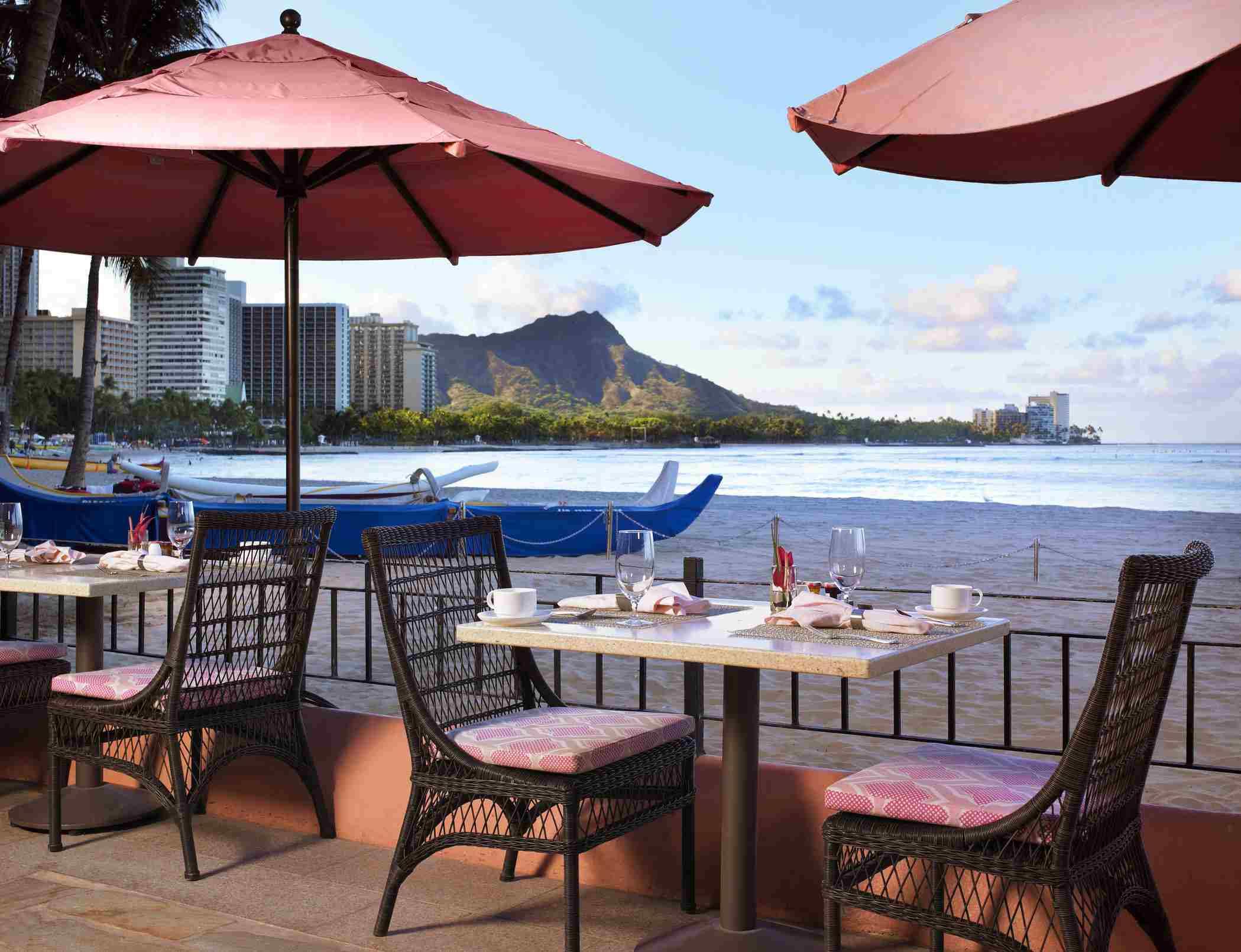 outdoor dining patio at royal hawaiian
