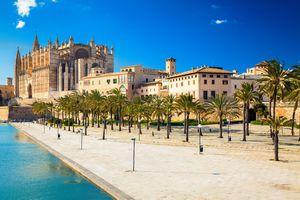 Parc del Mar near the Cathedral La Seu