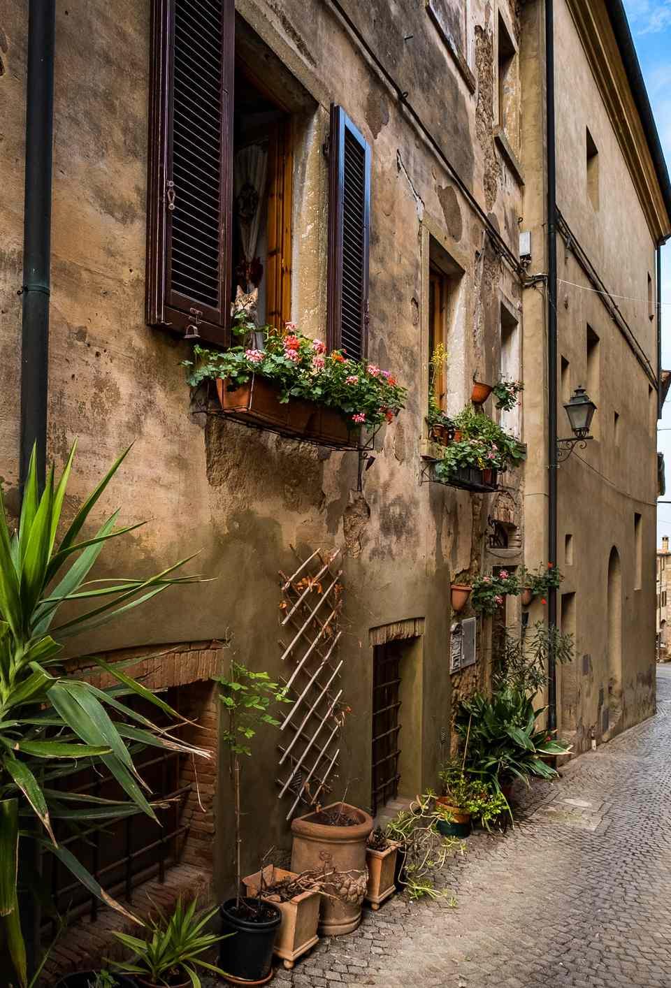 Vittorio Veneto street andthe parish church of Sant'Ilario