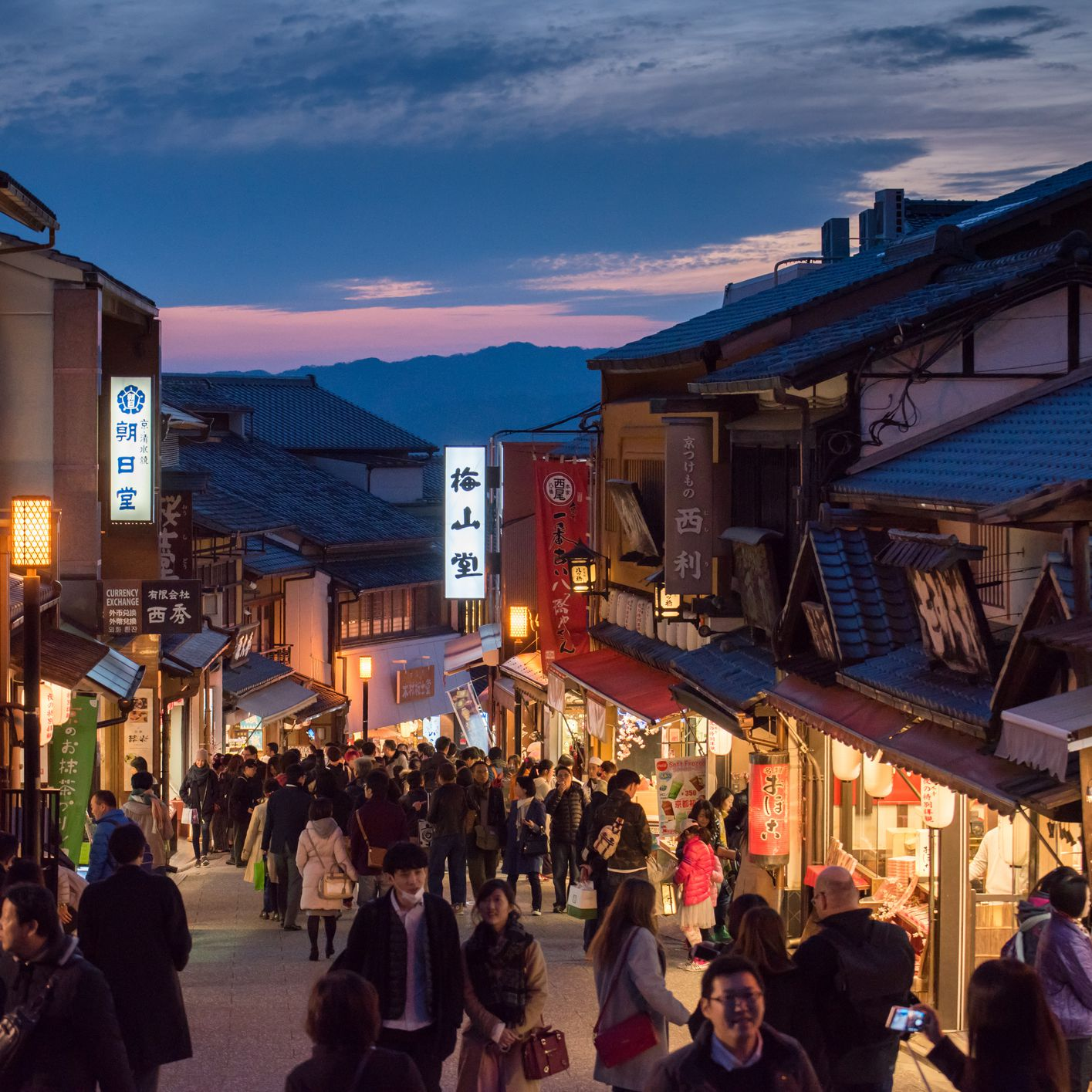 Nightlife in Kyoto: Best Bars, Clubs, & More