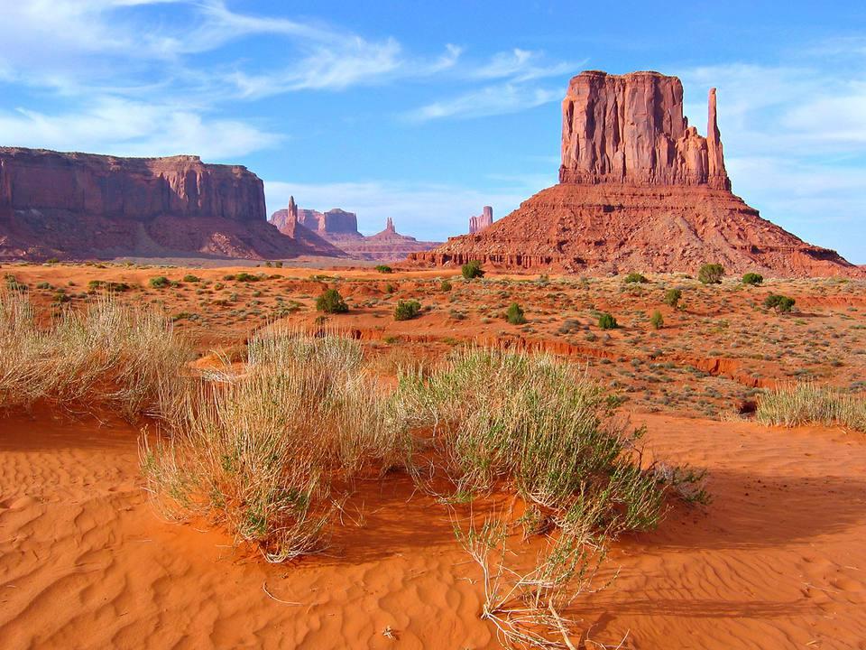 Paisaje clásico de Monument Valley, en el desierto del suroeste de Estados Unidos en Arizona