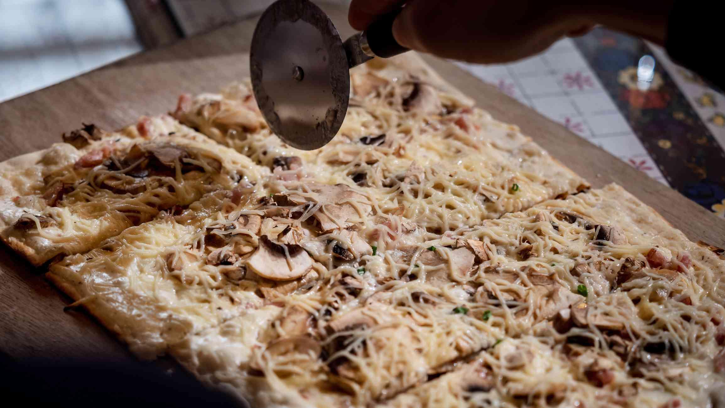 Flammekeuche, Alsatian-style pizza