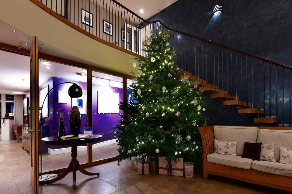Árbol de Navidad en el Feversham Arms Hotel & Verbena Spa