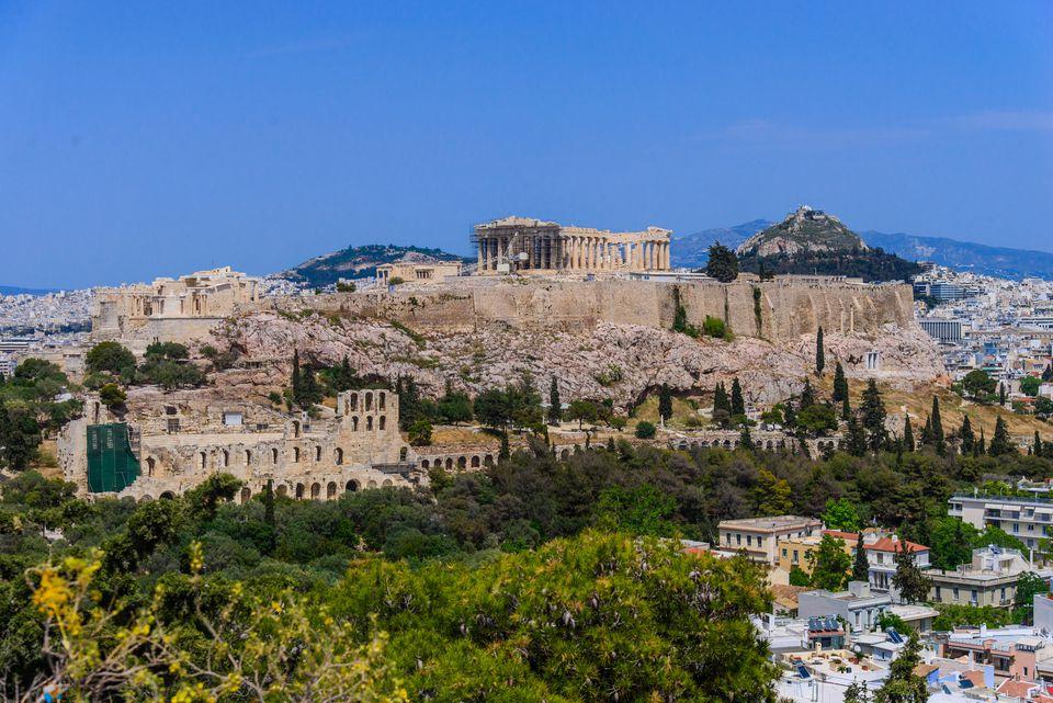 Acrópolis a la ciudad de Atenas, Ática, Grecia
