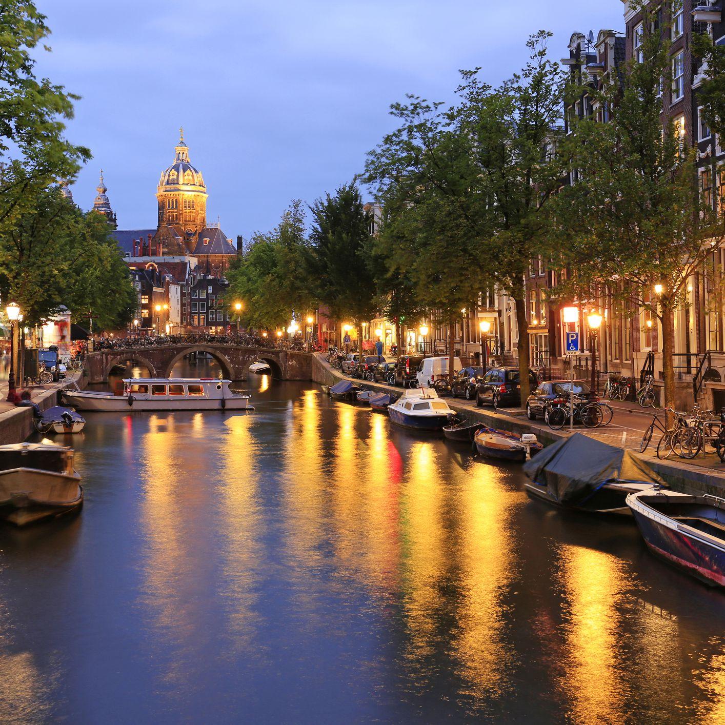 Nightlife in Amsterdam: Best Bars, Clubs, & More