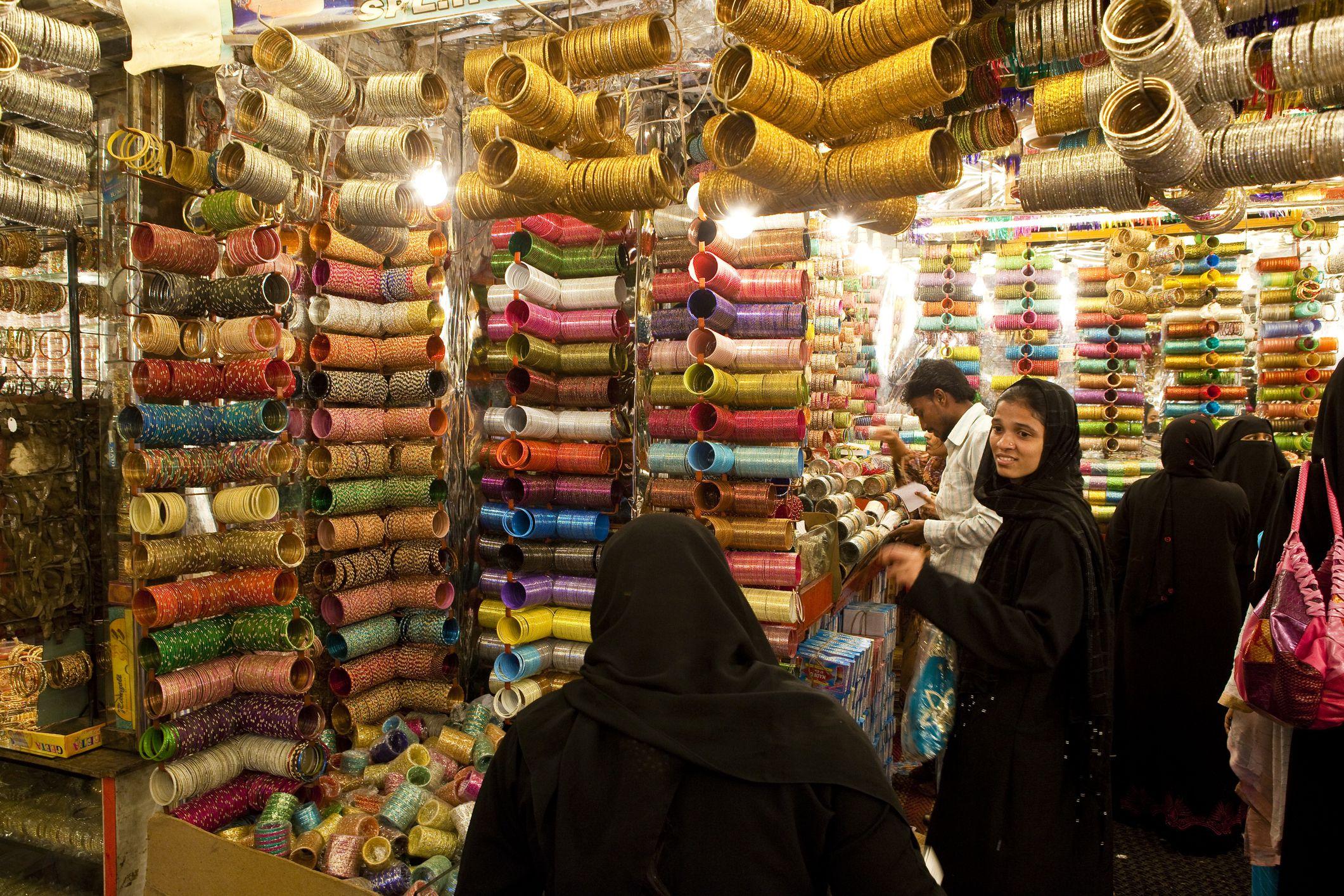People in bangle shop in Laad Bazaar.