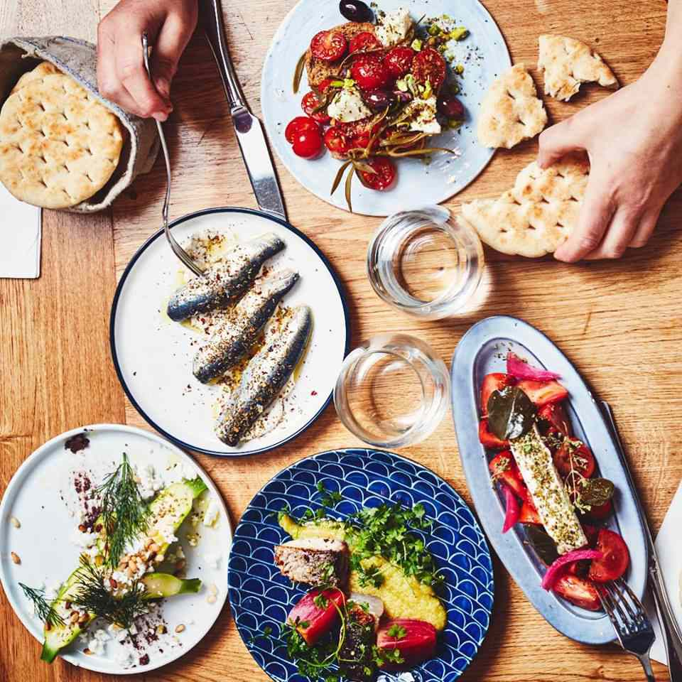 Etsi, a Greek-style restaurant in Paris