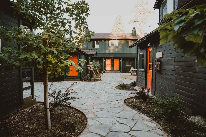 Noon Lodge Courtyard
