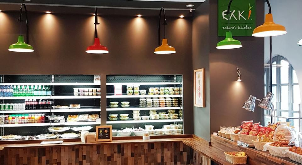 The new EXKI food bar at the Eurostar terminal in Paris will please travelers looking for healthier options.