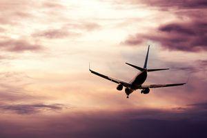 Passenger jet descending
