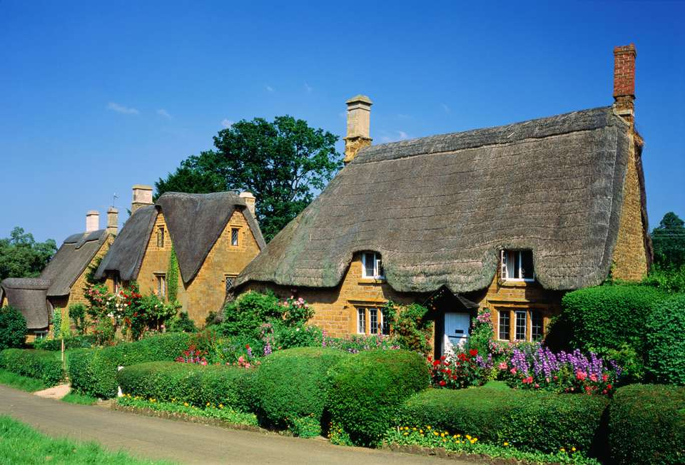 England, Oxfordshire, Great Tew, traditional thatched cottages
