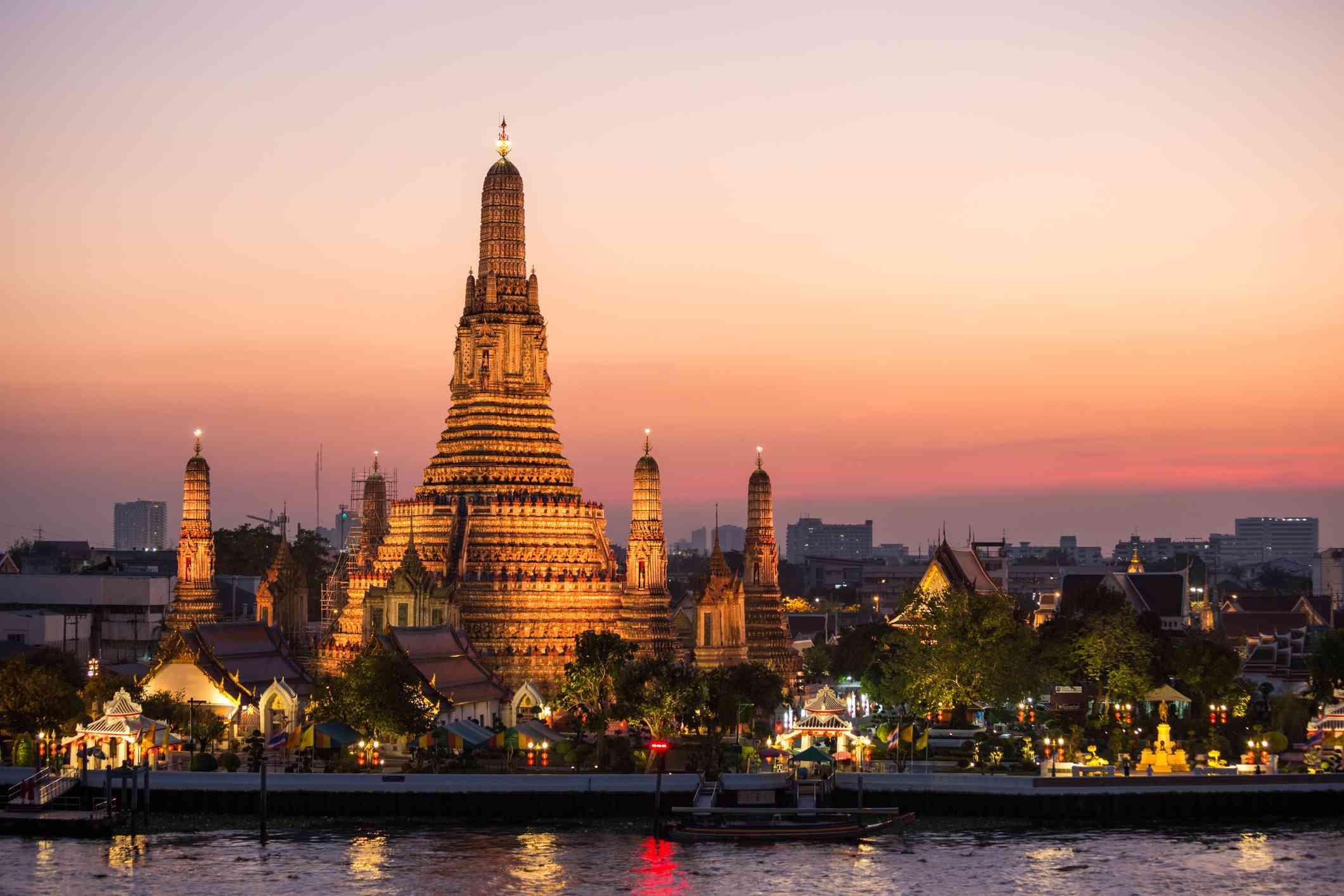 Sunset over Wat Arun temple, Bangkok, Thailand